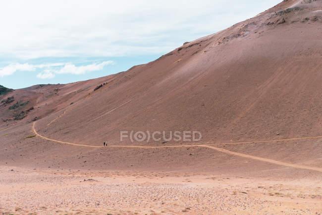 Pfad in kleinen sandigen Hügeln — Stockfoto