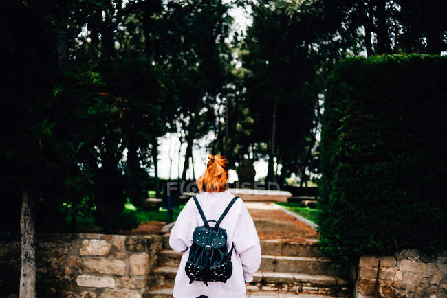 Woman with backpack walking in forest — Stock Photo