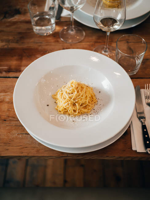 Portion of spaghetti on plate — Stock Photo