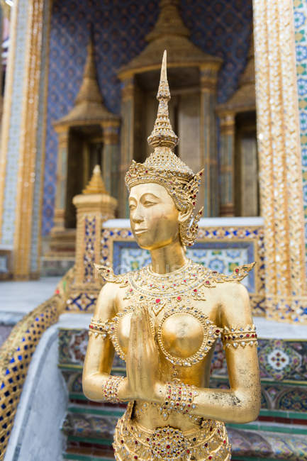 Golden statue in palace — Stock Photo