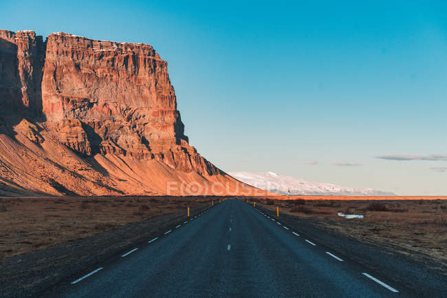 Road among mountains and blue sky — Stock Photo