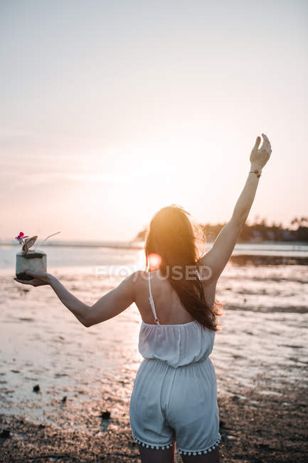 Woman with cocktail having fun on beach — Stock Photo