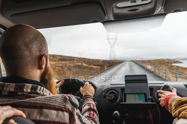 Бородатого мужчини водіння Ван — стокове фото