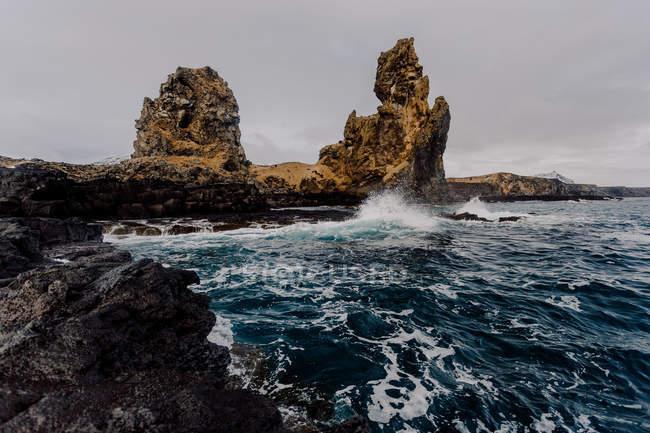 Big rocks and wavy sea — Stock Photo