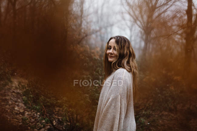 Woman standing in forest — Stock Photo