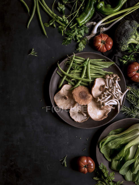 Fresh vegetables and mushrooms in assortment — Stock Photo