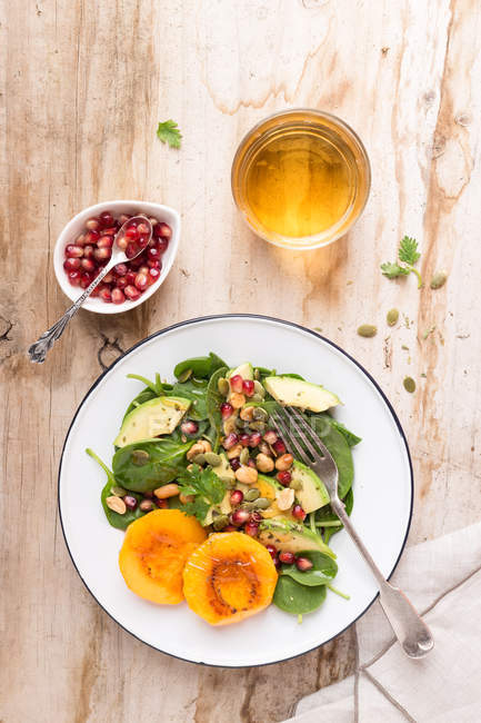 Spinach with mango and avocado salad — Stock Photo