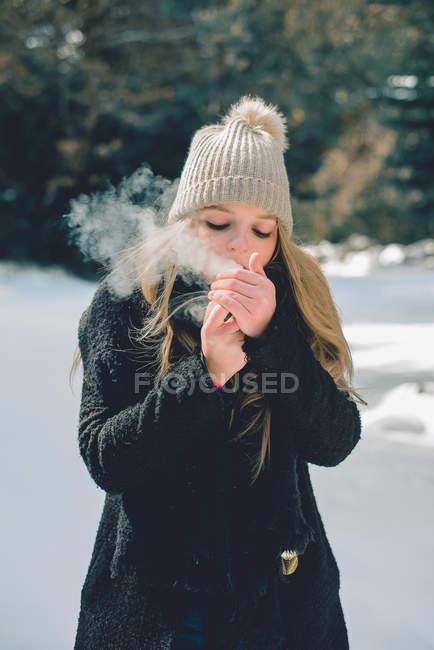 Woman smoking in winter — Stock Photo