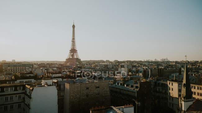 Эйфелева башня и городской пейзаж в Солнечный день, Париж, Франция — стоковое фото