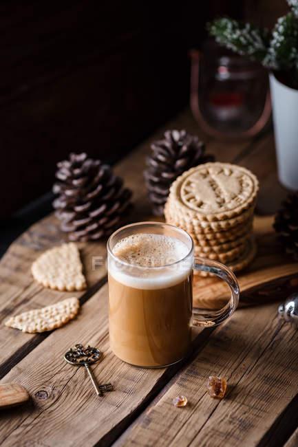 Taza de café y galletas - foto de stock