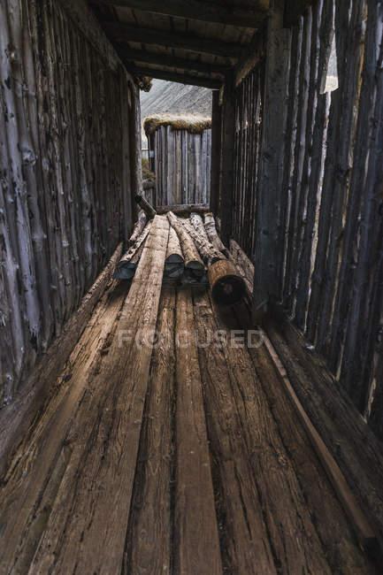 Старий дерев'яний шини — стокове фото