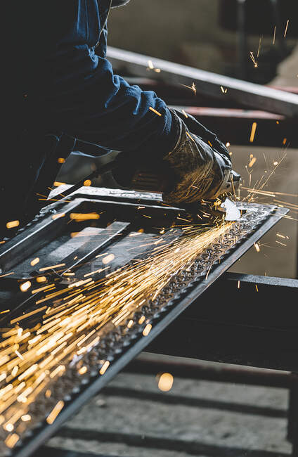 Man works with grinder machine. — Stock Photo
