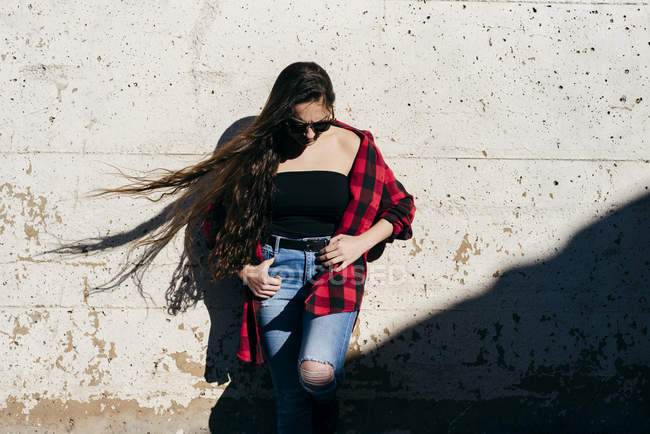 Woman leaning on wall — Stock Photo