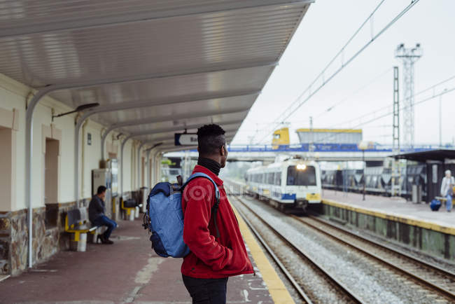 Man standing on railway station — Stock Photo