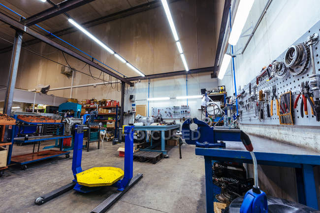Interior of mechanical workshop — Stock Photo