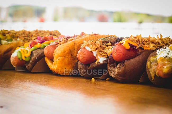 Row of various served hot dogs — Stock Photo