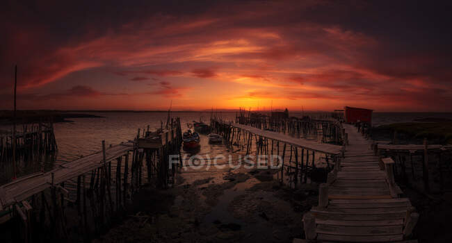 Magnificent view of wooden quay during amazing sunset in Portugal. — Stock Photo
