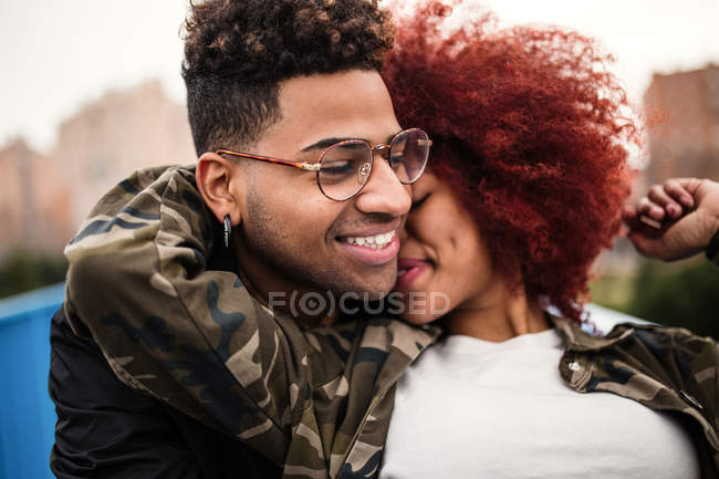 Young couple hugging outdoors — Stock Photo