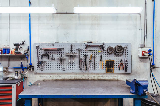 Tools on wall in mechanical workshop — Stock Photo