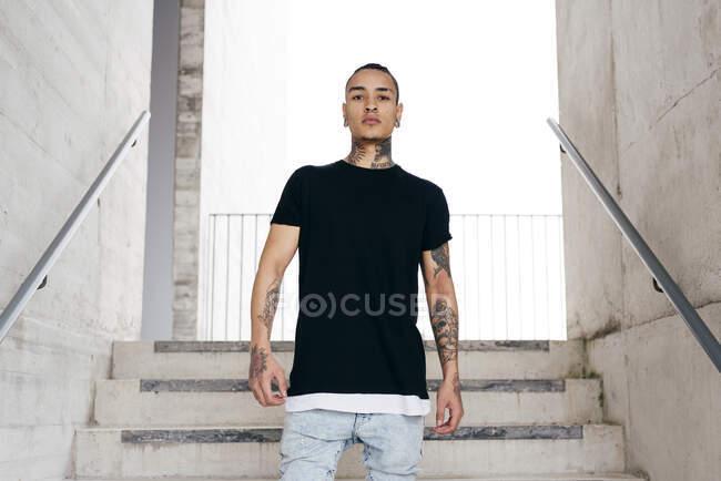 Hipster en ropa casual - foto de stock
