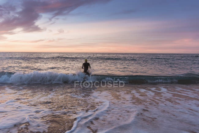Triathlete training in sea — Stock Photo