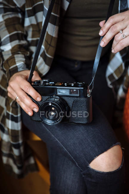 Hands holding vintage photo camera — Stock Photo