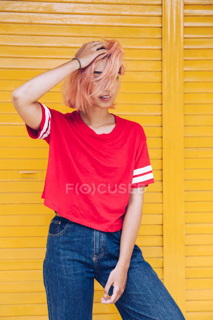 Funky woman with pink hair — Stock Photo