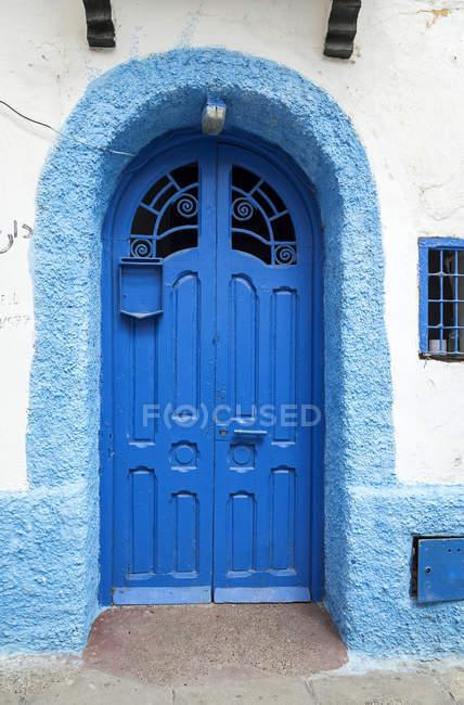 Typische arabische blauen Eingangstüren, Marokko — Stockfoto