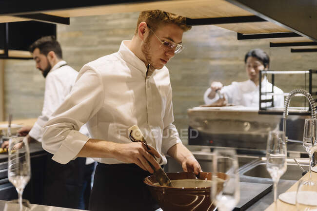 Chef cooking in restaurant — Stock Photo