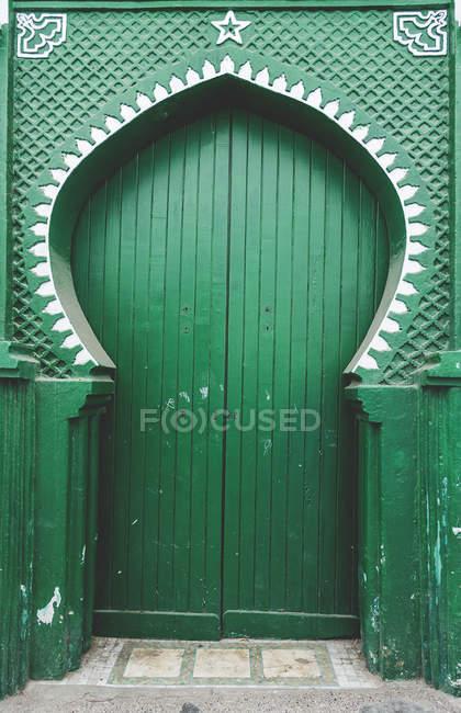 Типовий арабський зелений вхідних дверей, Марокко — стокове фото