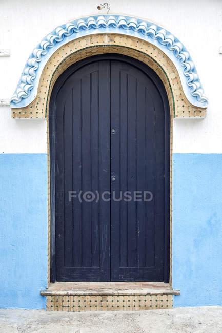Типовий арабський вхідних дверей, Марокко — стокове фото