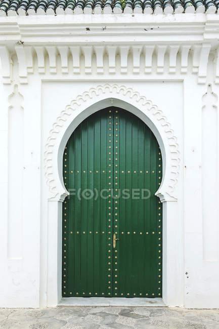 Типовий арабський зелений Двері вхідні, Марокко — стокове фото