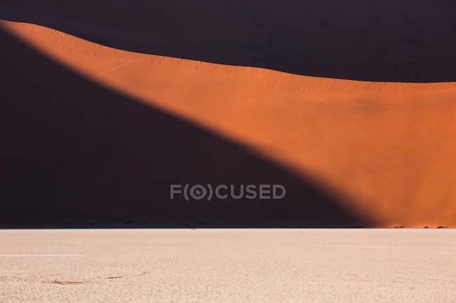 Sabbia e collina nel deserto desolato — Foto stock