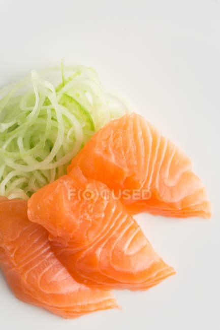 Japanese sashimi with daikon set — Stock Photo