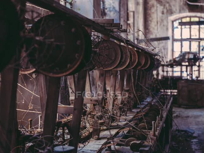 Vecchie macchine in fabbrica — Foto stock