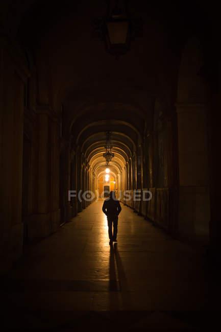 Man walking in tunnel at night — Stock Photo