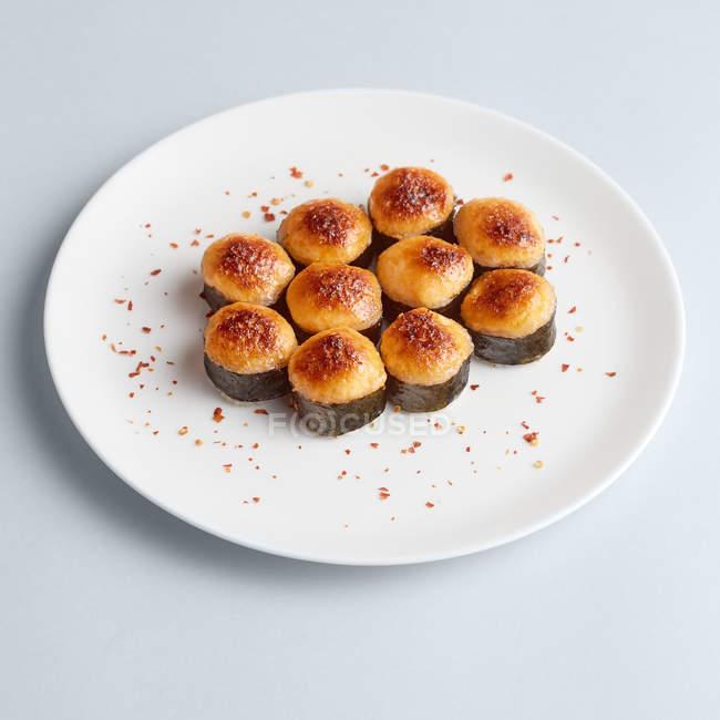 Conjunto de maki minimalista sush - foto de stock