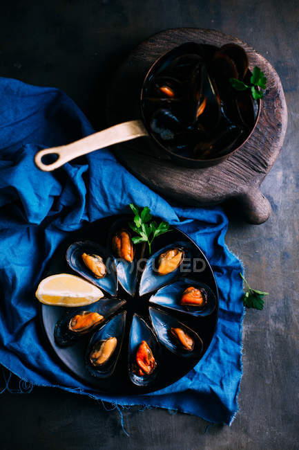 Boiled fresh mussels — Stock Photo