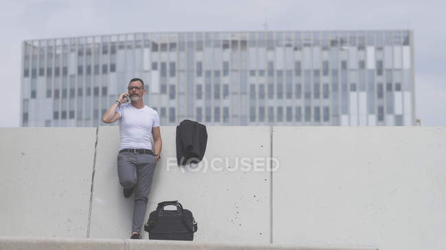Mature talking on phone — Stock Photo
