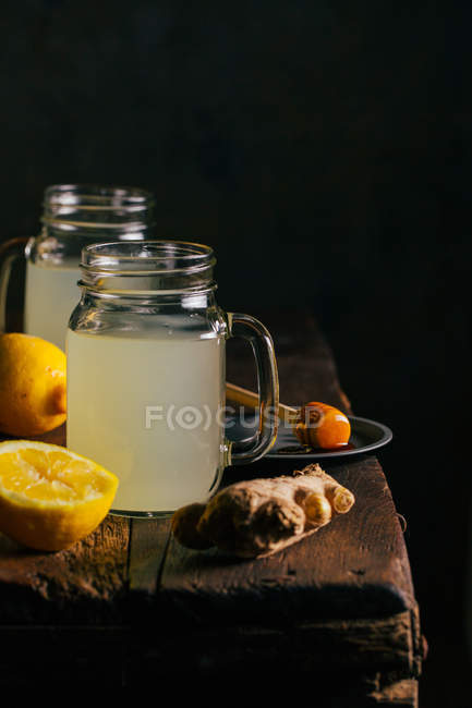 Preparing switchel drink — Stock Photo