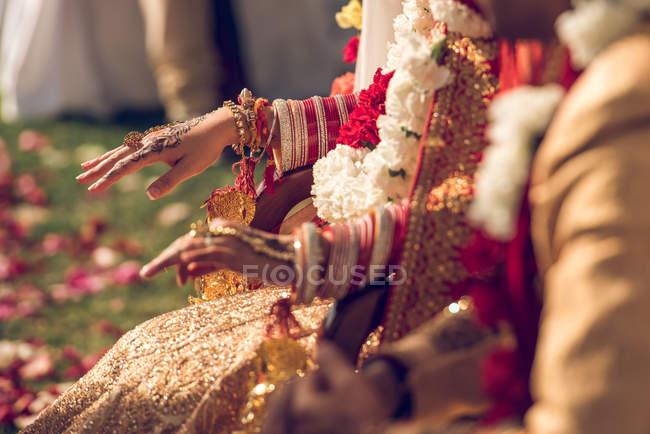 Novia hindú en traje tradicional - foto de stock