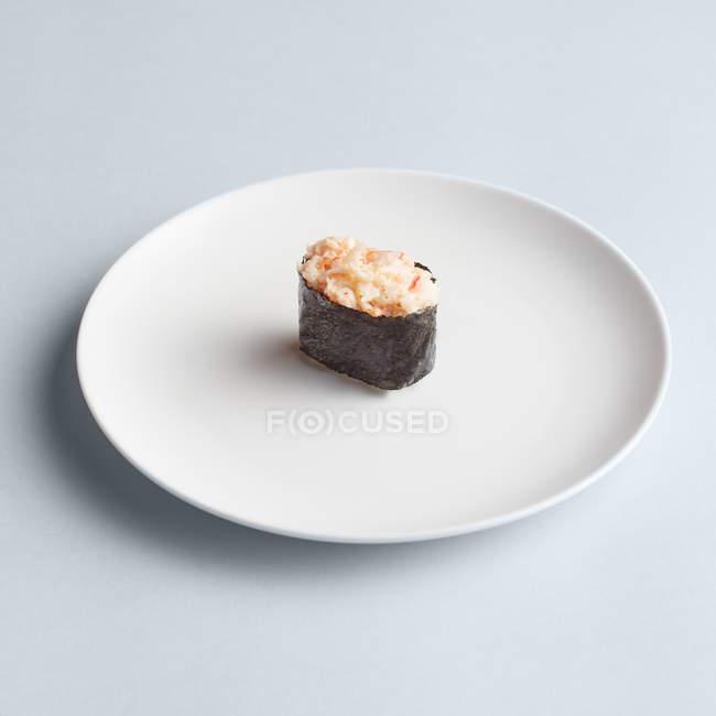 Sushi maki sur plaque — Photo de stock