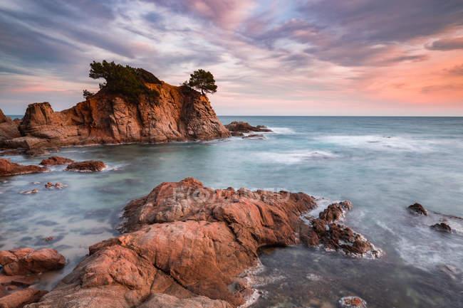 Rocks in sea under dramatic sky — Stock Photo