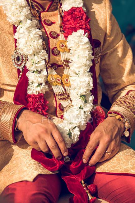 Hinduistischer Bräutigam in traditioneller Tracht — Stockfoto