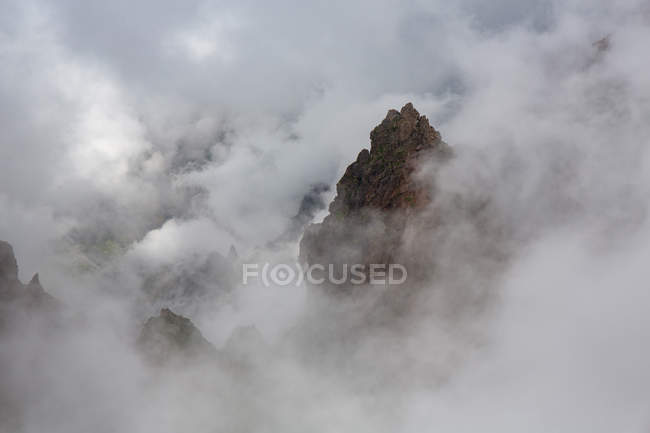 Landscape of rocky mountain peaks in clouds — Stock Photo