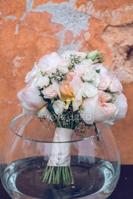 Bouquet de mariage élégant de fleurs en bocal — Photo de stock