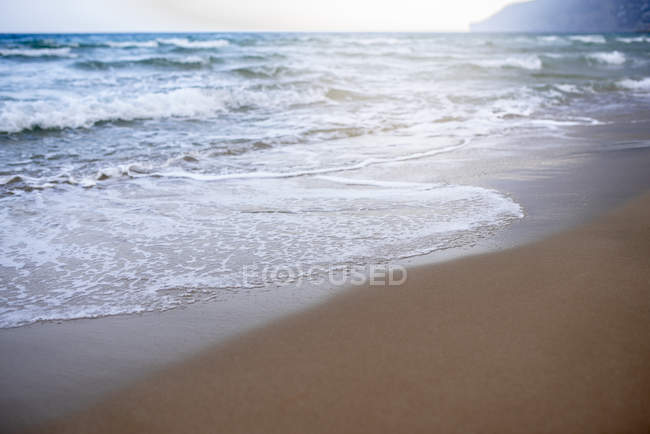 Sandy beach and sea waves at daytime — Stock Photo