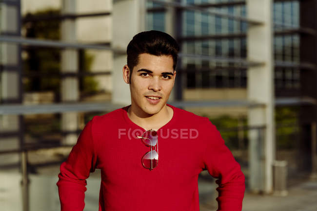 Portrait of young man standing in front of building — Stock Photo