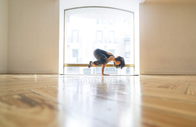 Woman performing yoga posture in class — Stock Photo