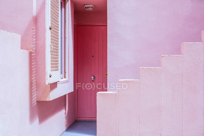 Modern architecture of a colorful building stairs with a pink door — Stock Photo
